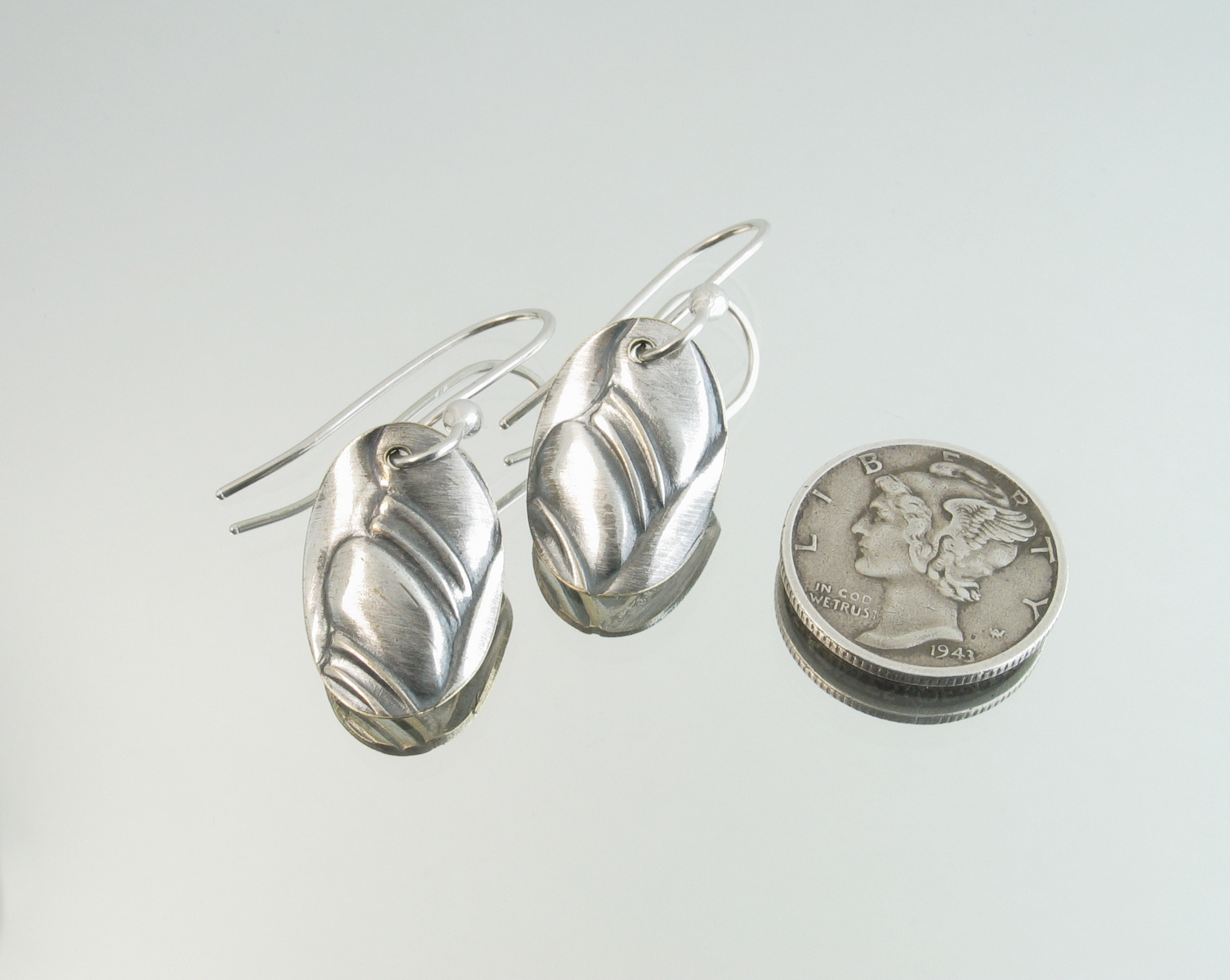 Brushed silver small earrings