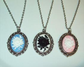Victorian Rose Cameo Pendant Necklace, Old Fashioned Lace Setting