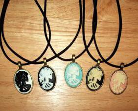 Lolita Skull Cameo Pendant Necklace, Bronze Pendant Tray