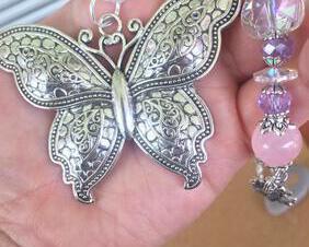 Butterfly Car Charm Rear View Mirror Pink Rose Quartz Gemstone Beaded Heart Crystal Prism Sun Catcher Butterfly Suncatcher for Windows Butterfly Ornament Sunflower Charm